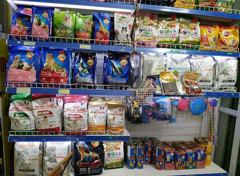 Có rất nhiều loại thức ăn để lựa chọn cho mỗi chú chó